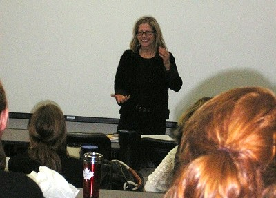 Johanne Vaillancourt at Veterinary Faculty in 2008 to speak on parrot.